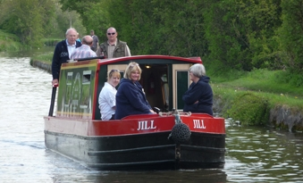 Pennine cruisers - Narrow boat Day Trips from Skipton