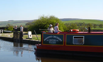 First Time Narrow Boaters on the Leeds and Liverpool Canal